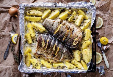Карп, запеченный в духовке целиком с овощами