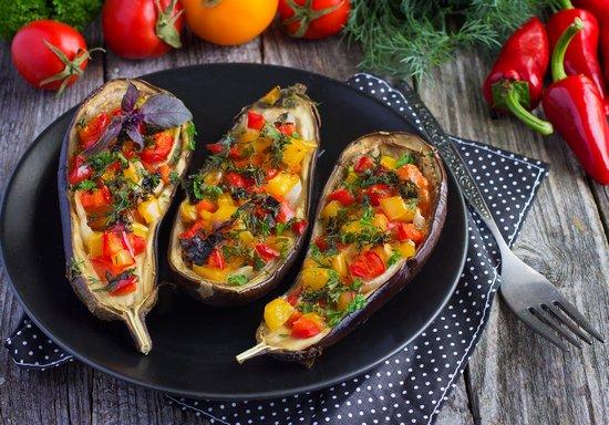 Баклажаны, запеченные в духовке с овощами