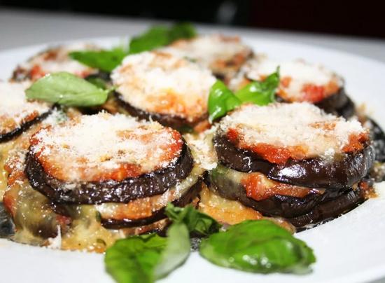 баклажаны с помидорами и чесноком в духовке
