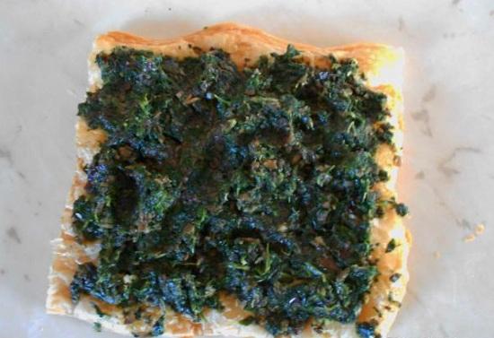 слой шпинатно-грибной начинки