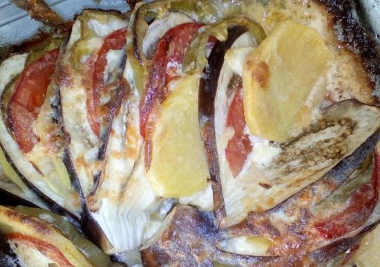 Запекаем баклажаны с картофелем