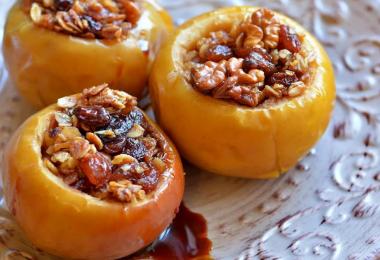 Запеченные яблоки в духовке: рецепт с медом и кориц
