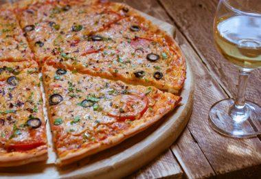 Пицца на кефире в духовке: рецепт