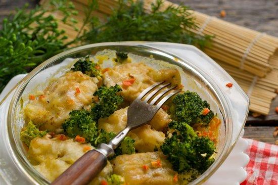 Минтай с овощами в духовке: рецепт