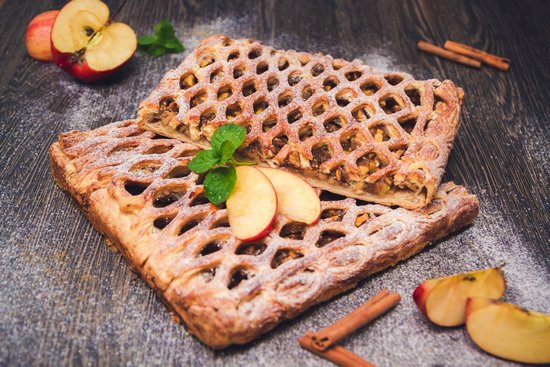 слоеное тесто с яблоками в духовке