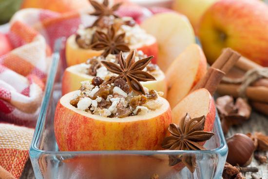 Яблоки, запеченные в духовке с творогом: рецепт