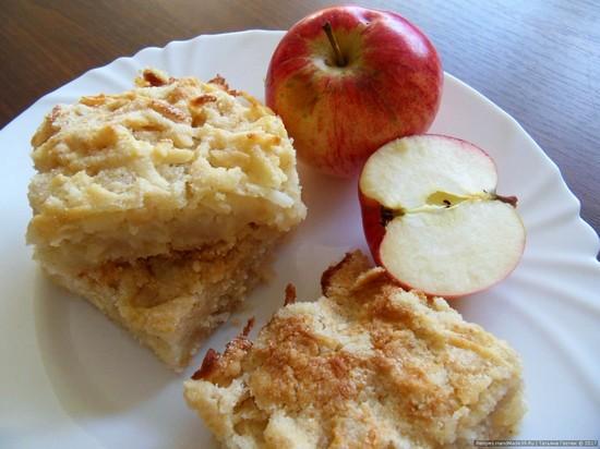 Насыпной пирог с яблоками в духовке