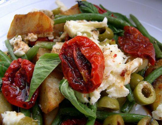 Какие блюда будут вкусными с вялеными томатами?