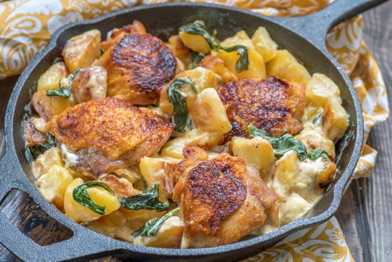 Нежная курица с картошкой в сливках в духовке