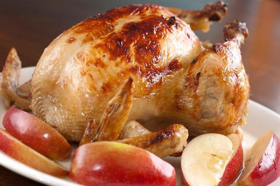 Как запечь курицу в рукаве в духовке целиком?