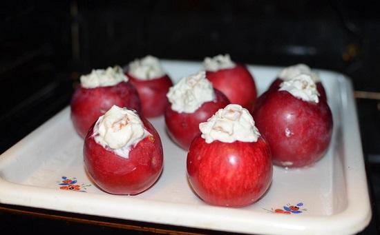 Запекать яблоки