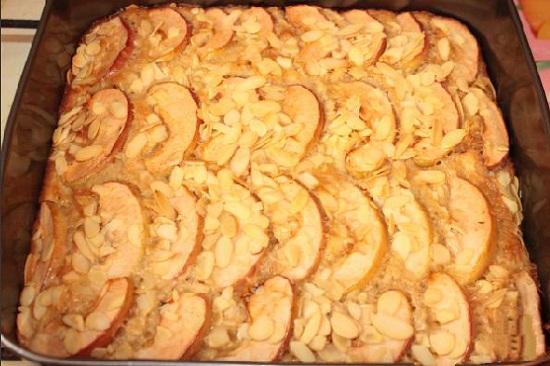 Простой рецепт пирога с яблоками в духовке