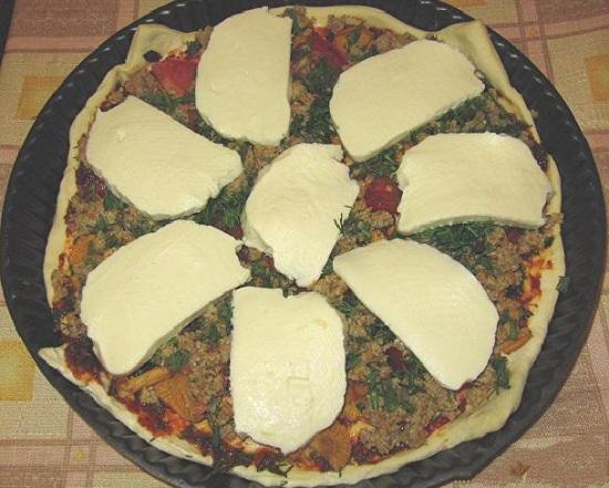 Пицца из слоеного теста в духовке