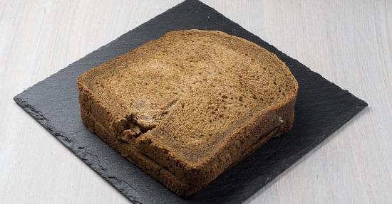хлебный ломтик с начинкой