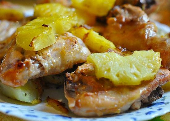 Курица с ананасами в духовке, рецепт остро-сладкий