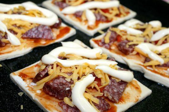 пицца на слоеной основе
