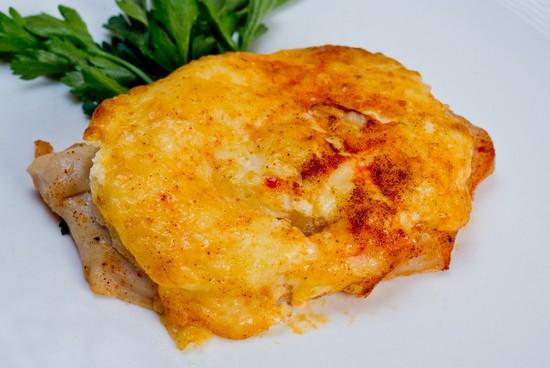 Филе кур в духовке с ананасами и сыром