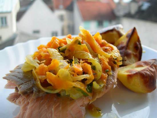 Горбуша с картошкой в духовке под морковью и луком