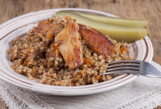 Как приготовить гречку с курицей в духовке вкусно?