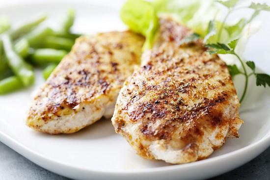 Как приготовить диетические куриные грудки в духовке