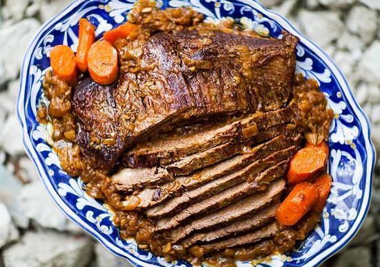 Грудинка в духовке в фольге: рецепт с курагой и морковью