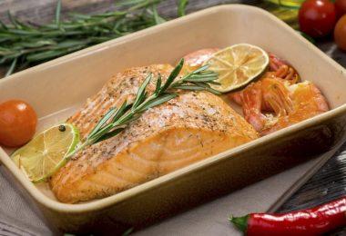 Как запечь вкусную рыбу в духовке?