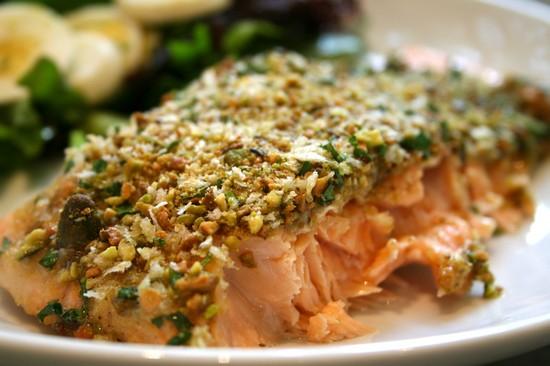 Запеченная рыба в духовке: рецепт в фольге с овощами и орехами