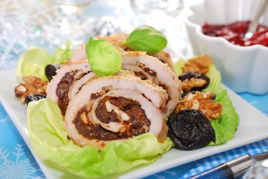 Рулетики из свинины с черносливом в духовке к праздничному столу