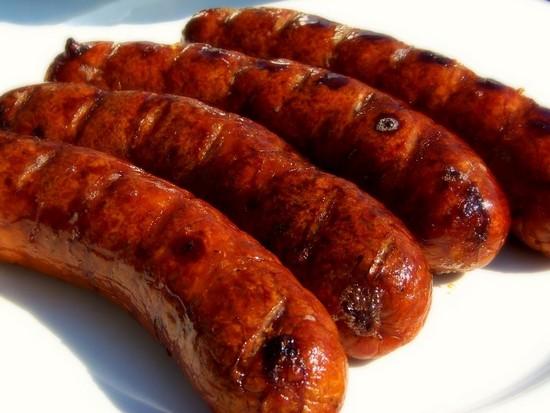 Как запечь баварские колбаски в духовке на решетке