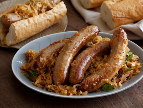 Баварские колбаски в духовке с грибами