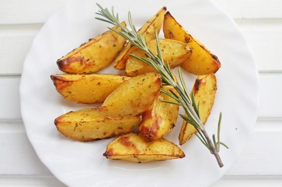 Картофель в фольге в духовке: рецепт