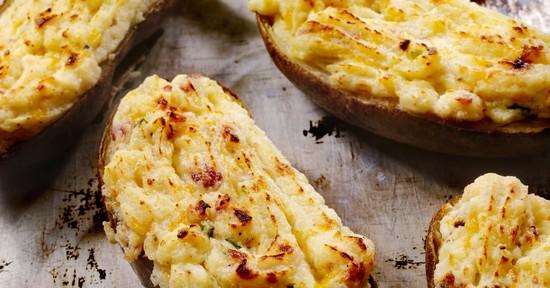 Картофель, запеченный в духовке в фольге с голубым сыром