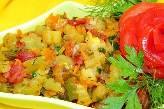 Картошка с овощами в духовке: рецепт будничного рагу