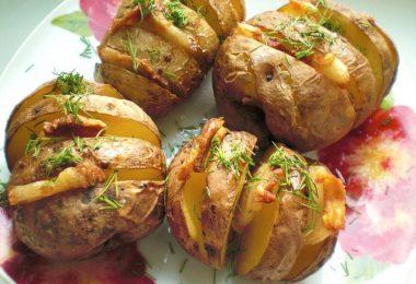 Как приготовить картошку с салом в духовке?