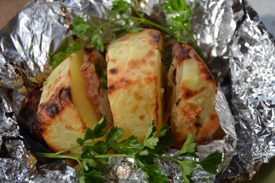 Картошка в духовке с салом в фольге: классический рецепт