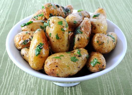 Как запечь картошку в мундире в духовке правильно