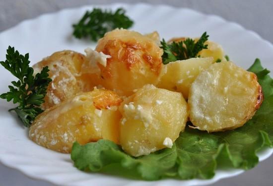 Классическая картошка со сметаной в духовке: рецепт