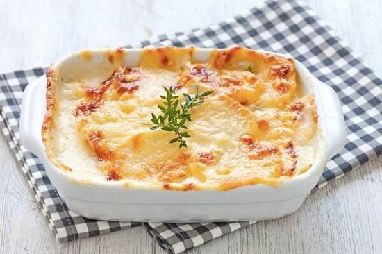 Как запечь картофель с сыром в духовке правильно