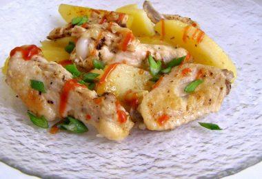 Крылышки с картошкой в духовке: рецепт