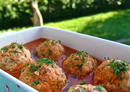 Нежные куриные тефтели в духовке с капустой