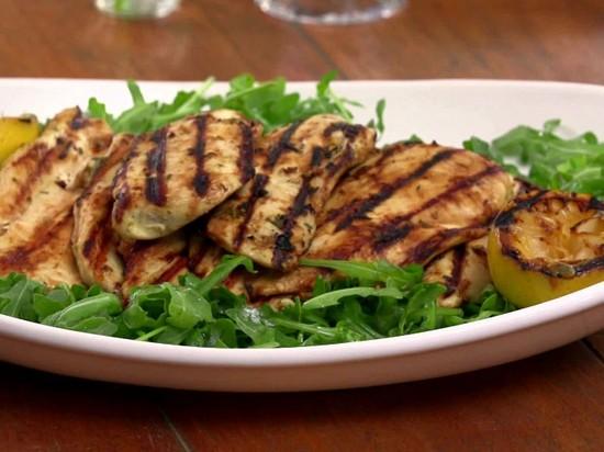 маринад дополнит куриное филе с овощами в духовке