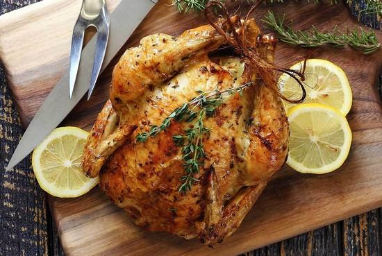 приготовленная курица в духовке целиком