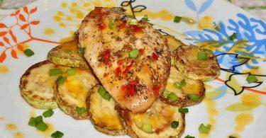 Курица, запеченная с кабачками в духовке: рецепт
