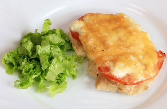 Курица по-французски в духовке: с ананасами и томатами