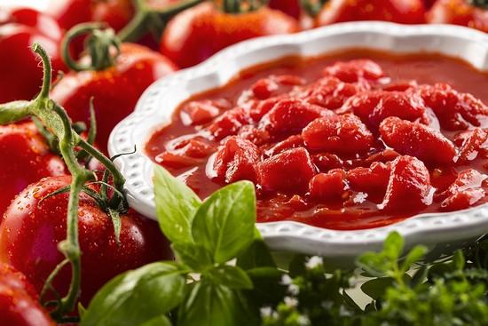 Томатную пасту можно заменить свежими томатами
