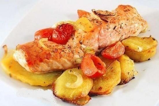 Для праздника: лосось с картофелем