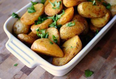 Молодая картошка в духовке: рецепт с кожурой