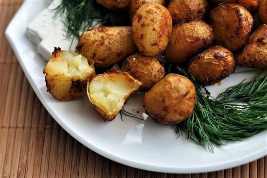 Сколько же готовится молодой картофель