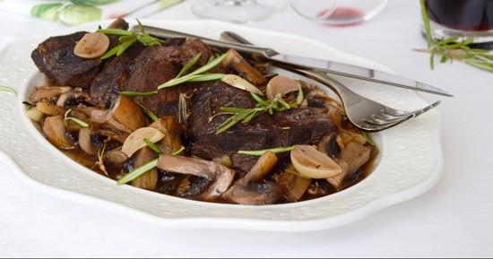 Как готовить мясо с грибами в духовке правильно и вкусно