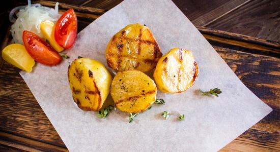 Целиком или кусочками запекают овощи гриль в духовке
